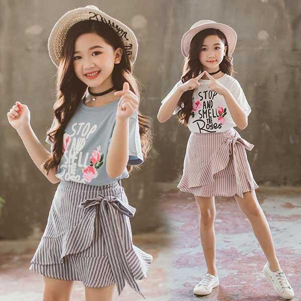 Chân váy áo phông phối đồ cho bé gái