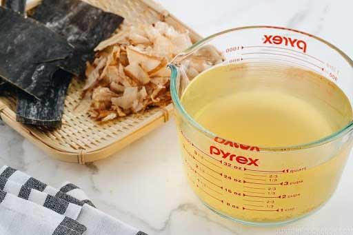 Nước dashi tảo bẹ kombu và cá bào