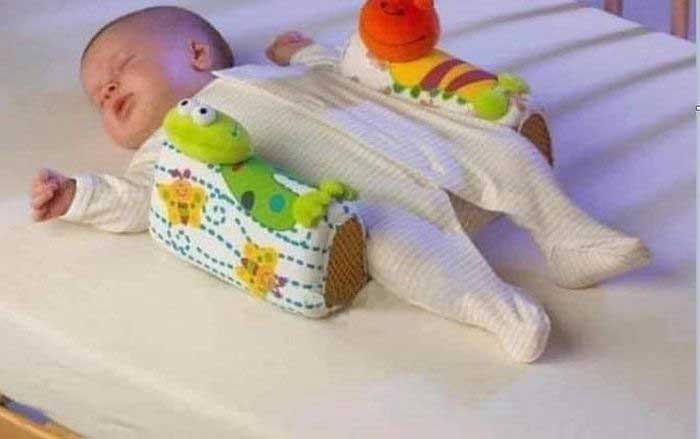 Có nên dùng gối chặn cho trẻ sơ sinh