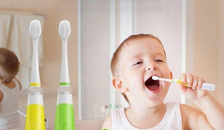 Chọn bàn chải đánh răng điện cho bé an toàn
